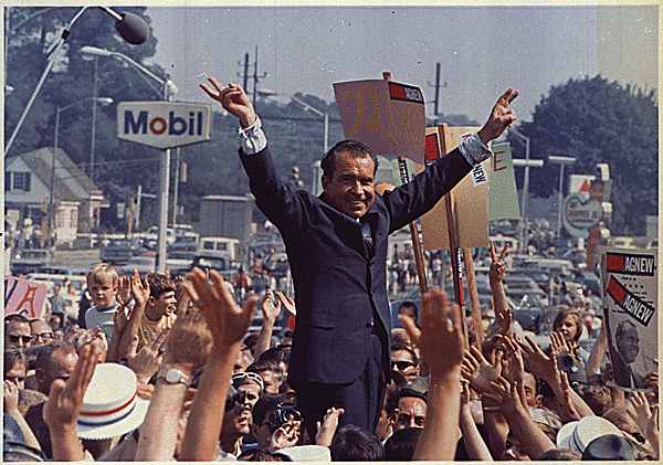 richard_nixon_campaign_rally_1968